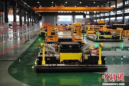 资料图:机器人生产车间。<a target='_blank' href='http://www.chinanews.com/'>中新社</a>记者 于海洋 摄