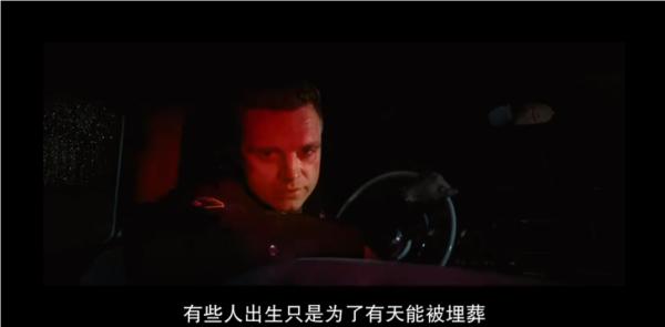 警长Lee(塞巴斯蒂安·斯坦 饰)