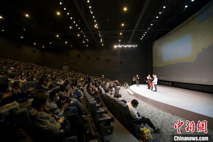 """""""自媒体电影""""《冰下的鱼》全球首映探索全新电影类型"""