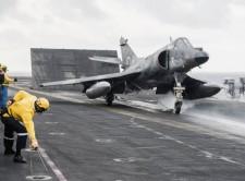 马岛老英雄超级军旗攻击机告别航母