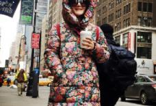 谢娜夸张造型现身纽约:回头率百分之九十九
