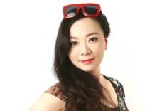 《晚安台湾》节目主播 刘季
