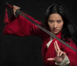 真人版《花木兰》剧照曝光!刘亦菲英气舞剑