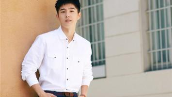 刘昊然米兰男装周 搭配简单时尚感强