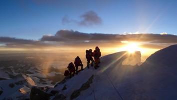 六十年回望——纪念人类首次从北坡登顶珠峰60周年
