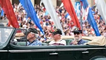 华盛顿举行阵亡将士纪念日游行