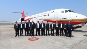 中国自主研发的ARJ21飞机高原航线试飞成功