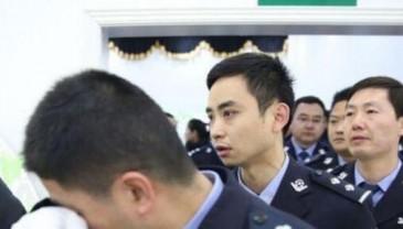 重庆民警执勤时被刺殉职 千余人自发送别英雄