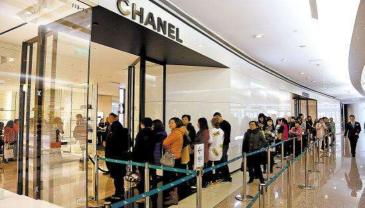 国内奢侈品门店再现涨价潮代购忙囤货