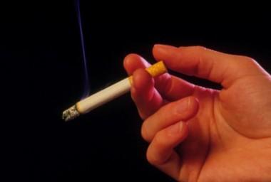 吸烟者感染新冠病毒率低于非烟民?控烟专家:断章取义的谣言