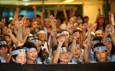 空服员罢工2天 台湾华航损失5亿元新台币