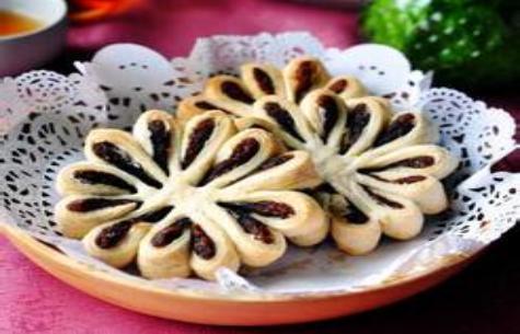 传统点心——豆沙菊花酥