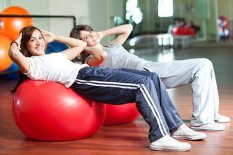 女性做仰卧起坐可防妇科病