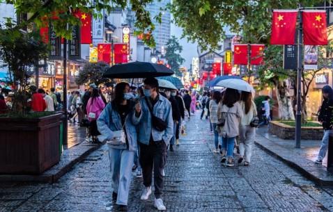 """美媒:中国""""黄金周""""消费火爆 经济复苏将提振邻国"""