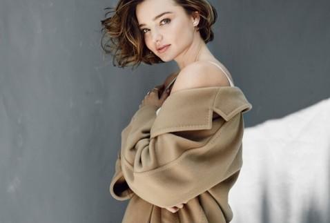 米兰达拍摄性感杂志大片 优雅妩媚秀香肩