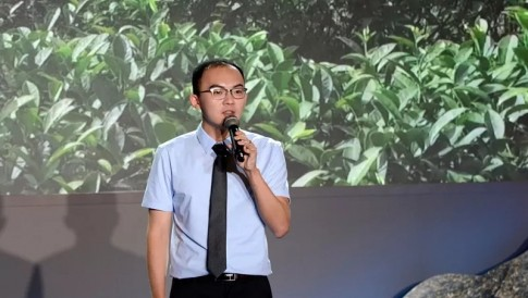 台青曾冠颖:政协主席汪洋告诉我,产业升级放胆去做!