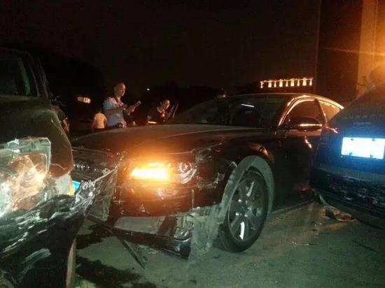 """奥迪女司机撞坏6辆车 称""""我是故意的"""""""