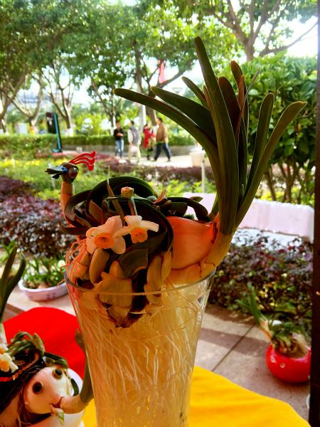 雕刻大师吴海金等人的80盆水仙花艺术雕刻作品形态