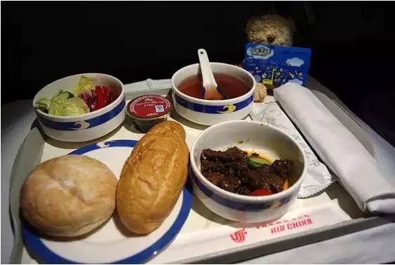 top9中国国际航空 上榜理由:航空餐不仅有西式的面包,热食,甜品,水果