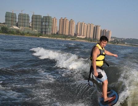 福州首次举办花样滑水挑战赛