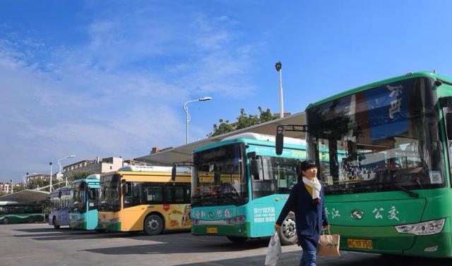 (社会)(2)福建晋江大力发展绿色公交