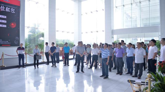全省人大新聞工作通訊員培訓班一行60余人到集團考察交流