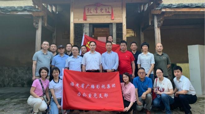 集团办公室党支部到龙潭村开展主题党日活动