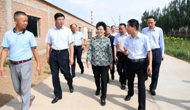 福建省委常委、省委宣传部长邢善萍在宁夏看望《闽宁纪事》摄制组
