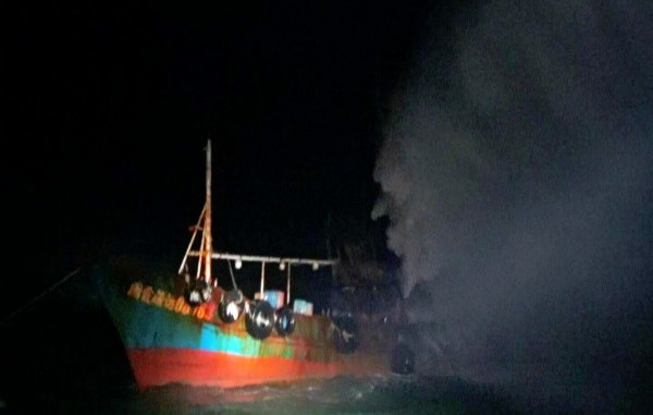闽一渔船马祖海域爆炸起火 9名渔民8人获救1人失踪