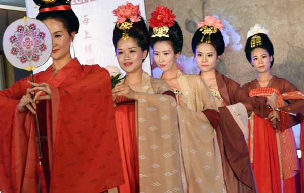 19个海内外汉服团体相聚福州,展现汉服文化