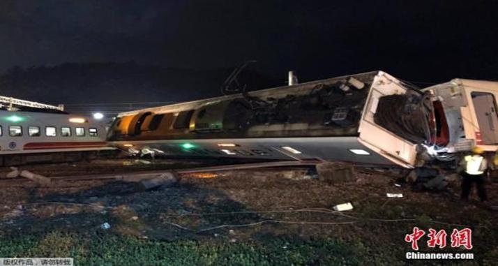 台湾列车翻覆伤亡惨重谁之责?普悠玛或全面停驶
