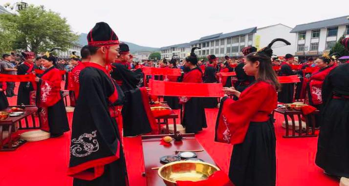 九鲤湖举办汉式集体婚礼 传承传统婚典风尚