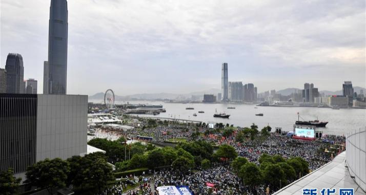 """香港各界举行""""守护香港""""大型集会 护法治反暴力"""