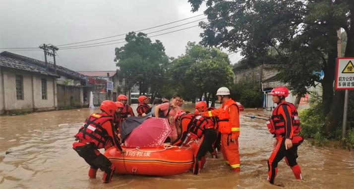 武夷山暴雨受灾  消防紧急救援