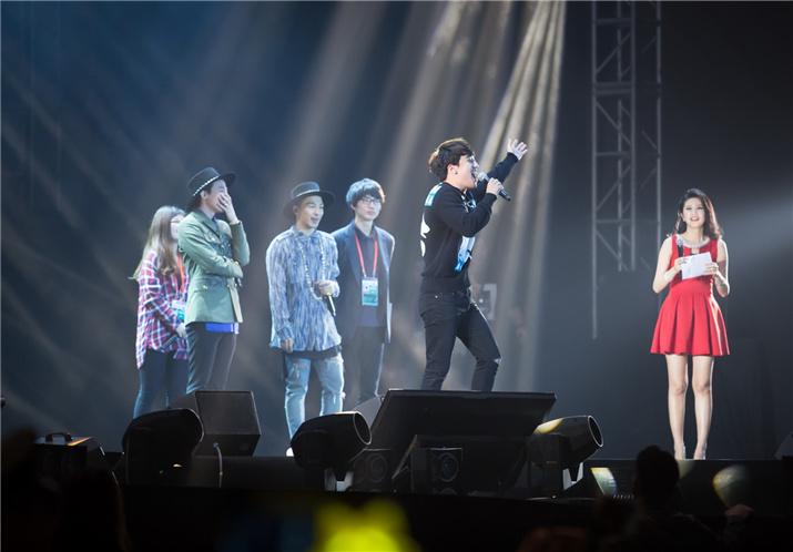 "Bigbang三子榕城献唱 胜利撇""高冷""频卖萌"