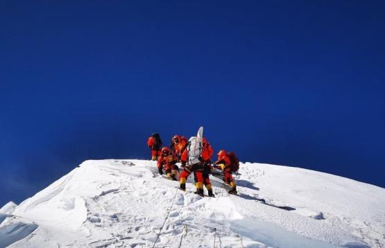 2020珠峰高程测量登山队成功登顶