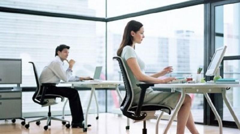久坐容易损脑伤胃白领女性久坐易致7大问题