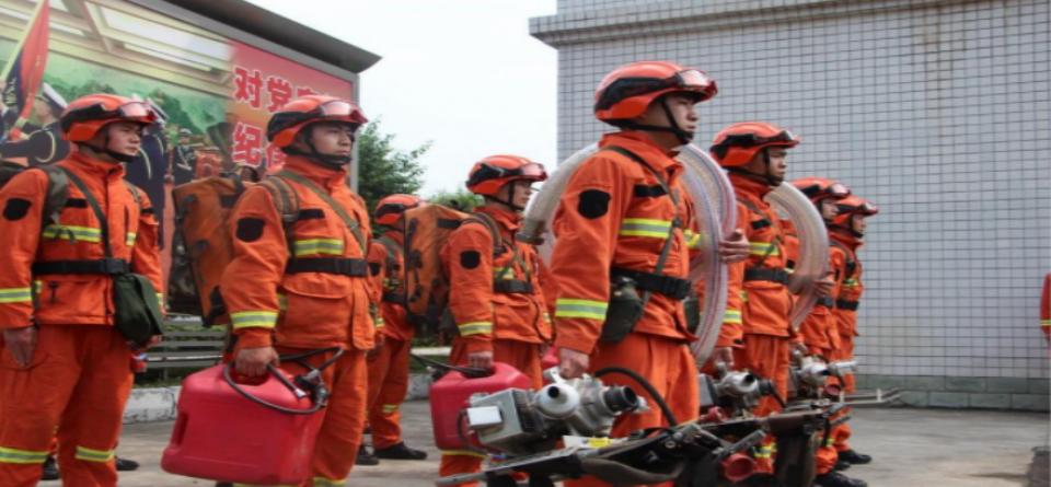 近距离感受消防指战员日常训练:刀山敢上 火海敢闯