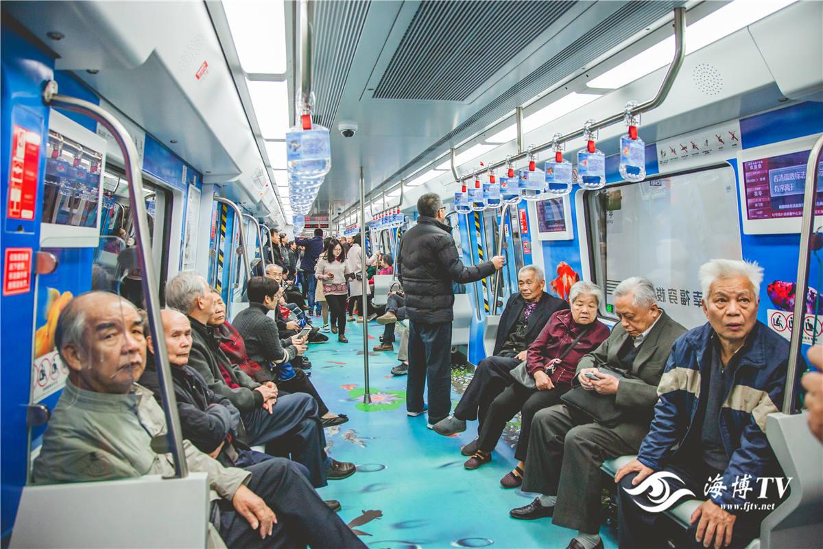 福州地铁正式试运营 老年乘客居多