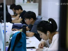 """《新闻启示录》人民至上(二)拯救""""最难就业季"""""""